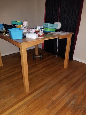 Kitchen table and chair for Sale in San Bernardino, CA
