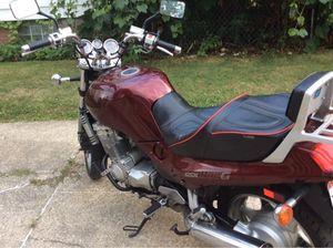 Suzuki GXI 1991 (Like New) Maroon motorcycle for Sale in Lakewood, OH