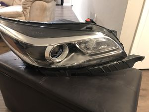 CHEVY MALIBU R. PASSENGER SIDE HEADLIGHT for Sale in Perry, GA