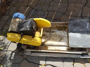2 HP motor wet tile saw for Sale in Baytown, TX