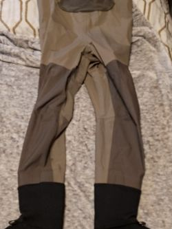 Simms Waiters Size Large Green Color for Sale in Darrington,  WA