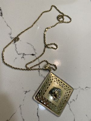 10k gold chain with pendant for Sale in San Leandro, CA