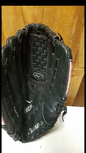 "Mizuno softball glove, 11"" for Sale in Whittier, CA"