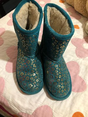 Bearpaw Boots for girls size 4 for Sale in Riverside, CA