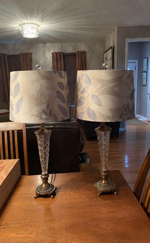 Beautiful set of lamps 30 inches tall for Sale in Columbus, OH