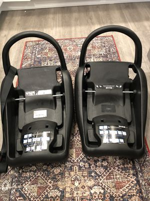 2 Car seat bases - maxi cosi for Sale in Everett, WA