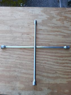 """4 Way 20"""" Lug Wrench for Sale in Snohomish,  WA"""