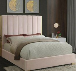 🍒Becca Velvet Pink Queen Storage Platform Bed by Meridian for Sale in Hyattsville,  MD