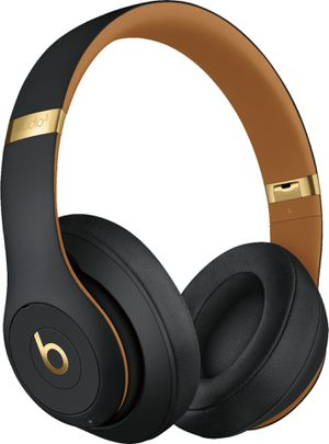 Beats Studio3 Wireless Headphones – The Beats Skyline Collection - Midnight Black for Sale in Boston, MA