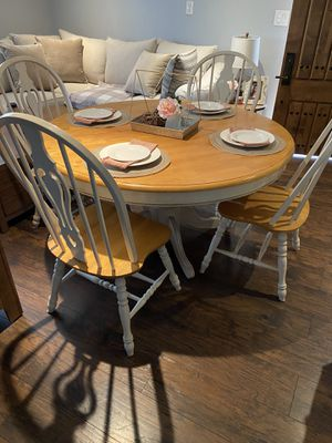Farm style dining table for Sale in Spring Valley, CA
