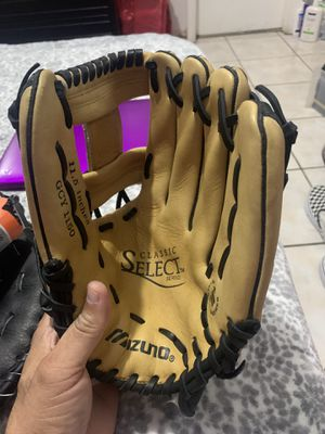 Mizuno Palm soft shortstop or any baseball glove New for Sale in Hialeah, FL