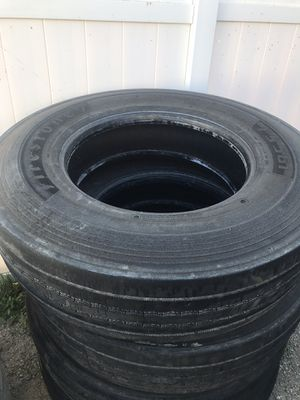 Tires 11R 22.5 Firestone for Sale in Los Angeles, CA