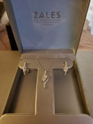 Diamond necklace and matching earrings from Zales with box for Sale in Elk Grove, CA