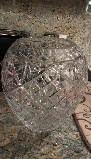 Crystal flower vase 11-inches tall for Sale in Renton, WA