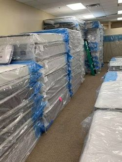 MATTRESSES - Overstocked and MAKING DEALS! 50-80% OFF, only $10 DOWN! King/ Cal Queen, Fulls, Twins for Sale in Fresno,  CA