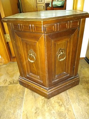 Octagon Side Table for Sale in Belknap, IL