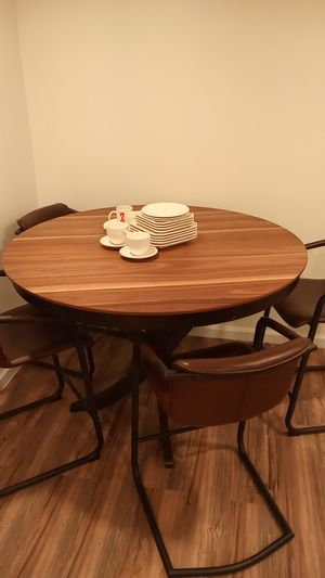 Beautiful Wood Round table and 4 chairs! for Sale in Woodland Hills, CA
