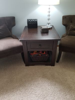 Dark Wood Side Table / End Table for Sale in Snohomish, WA