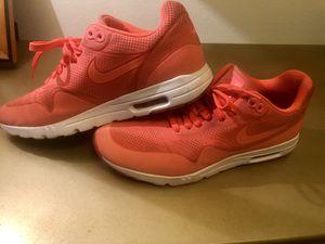 Nike walking tennis shoes 9.5 for Sale in Windermere, FL