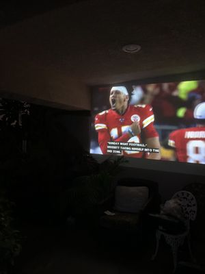 Hitachi 3LCDHDMI projector with retractable screen for Sale in Fontana, CA
