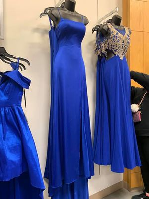 Prom dress (middle one) for Sale in Columbus, OH