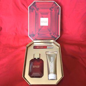 Woman's Michael Kors Gift Set for Sale in Casa Grande, AZ