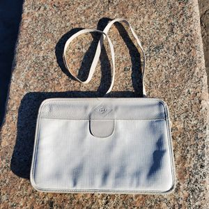 Gucci hand bag. 10.5 in. x 7.5 in. x 1.5 in. for Sale in Quincy, MA