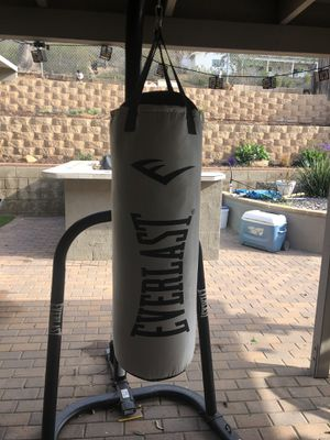 Everlast punching bag for Sale in Poway, CA