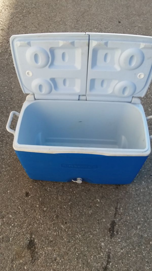 🏖 Rubbermaid Ice Chest🏝
