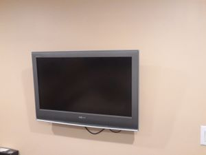 Sony Bravia 32 inch flat screen TV and mount for Sale in Montgomery, AL
