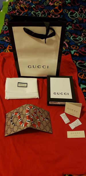 Men Gucci Kingsnake print GG Supreme wallet for Sale in Chelmsford, MA