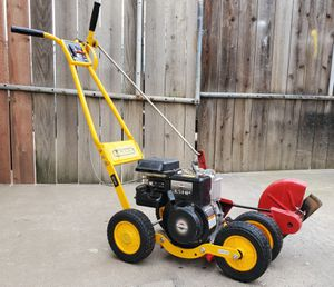 McLane edger 5hp model # 801-3.5RP-CA 1 year old for Sale in Fresno, CA