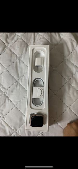 Series4 & Headphones for Sale in Temple Hills, MD