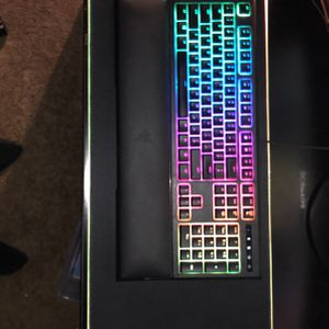 Razer ornata chroma w/ mouse and mousepad for Sale in Glendale, AZ