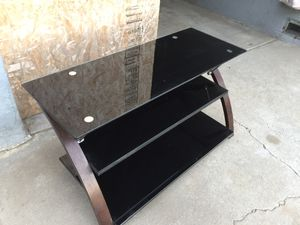 TV glass stand in very good condition. Dimension. Tall 21 inches wide 40 x 18 inches. for Sale in Fresno, CA