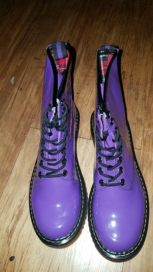 Botas color purple for Sale in Hartford, CT