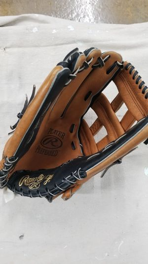 Rawlings Left hand softball glove for Sale in Alexandria, VA