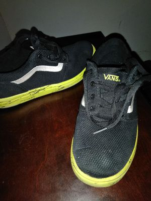 Van shoes 2.5 and 3.5 size youth. for Sale in Phoenix, AZ
