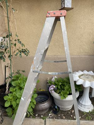 Aluminum ladder 6 foot for Sale in Rancho Cucamonga, CA