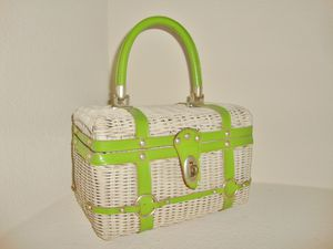 (FREE DELIVERY) vintage wicker picnic-style purse for Sale in Las Vegas, NV