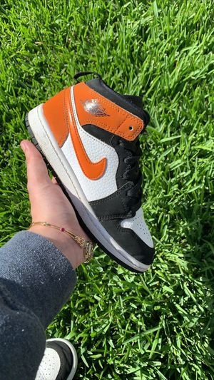 Jordan 1 mid shattered backboard for Sale in Whittier, CA