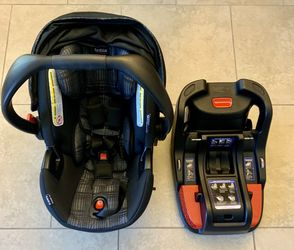 Infant Child's Car Seat and Base -Britax B-Safe 35 for Sale in Windermere,  FL
