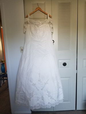 Beautiful Plus-sized wedding dress for Sale in Silver Spring, MD