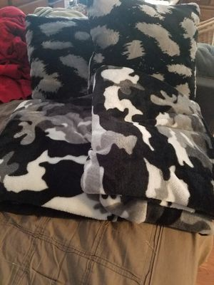 Pillow and throw blanket for Sale in Saint Charles, MO