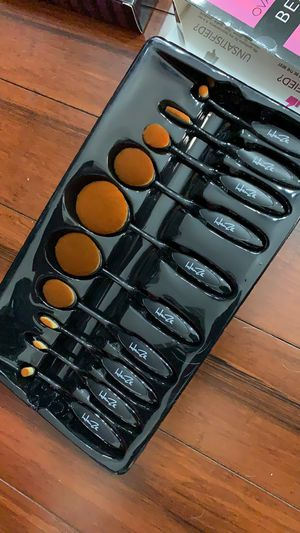 Make up brush set for Sale in Germantown, MD
