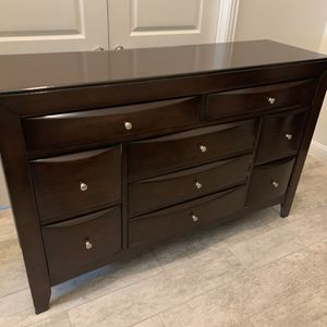 Pending Pickup. Dresser And Nightstand. Free. for Sale in The Colony, TX