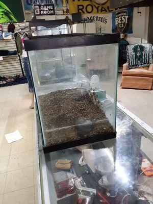 25 galon fish tank for Sale in Roanoke, VA