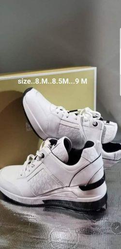 💯AUTHENTIC MICHAEL KORS SHOES SIZE 8.M 8.5M Y 9.M 👉 PRECIO FIRME 👉 EL PAR for Sale in Houston,  TX