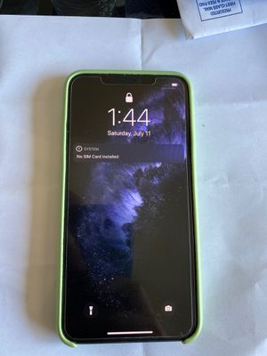 Iphone 11 pro max 256gb for Sale in Azusa, CA