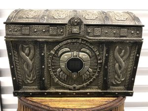 Disney Pirates Of The Caribbean CD Player Boombox Treasure Chest for Sale in VLG WELLINGTN, FL